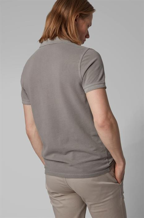 hugo-boss-beige-bruine-stretch-polo-van-hugo-boss-slim-fit-model